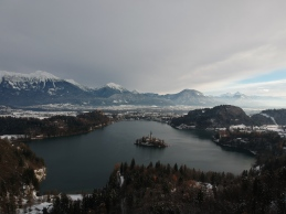 Het populaire meer van Bled in Slovenië was verlaten in de winter