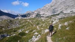 Hiken in de Sloveense bergen in de zomer