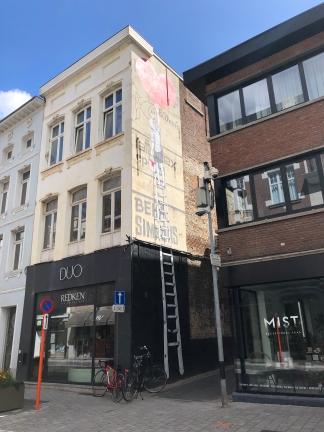 Muurschildering Mechelen: Schilderende jongen Onze-Lieve-Vrouwestraat