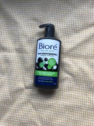 Diepe porie cleanser met houtskool van Bioré