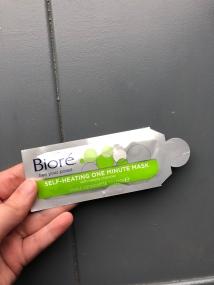 Zelfverwarmend 1 minute masker met houtskool van Bioré