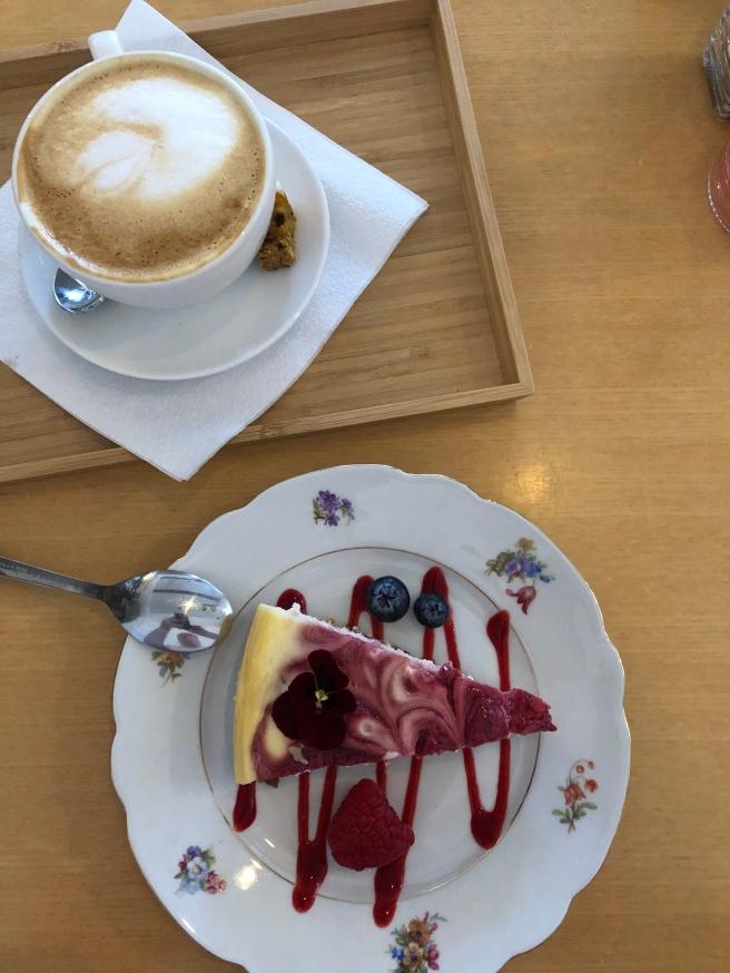 Cheesecake met frambozencoulis & Cappuccino | Kato Gateaux