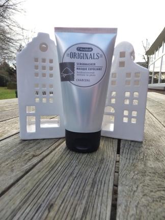 Charcoal Scrubmasker van Kruidvat Originals