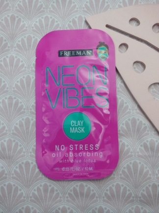 Neon Vibes No Stress Oil Absorbing Clay Mask van Freeman